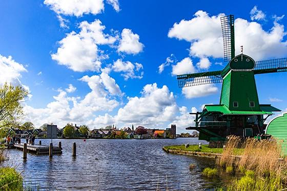 1 荷兰风车村一景(资料图).jpg