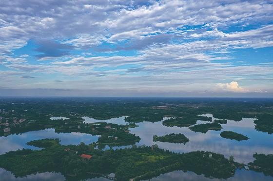 位于成都高新东区的简阳三岔湖-肖剑华13568955155.jpg